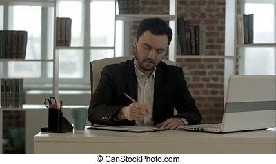 ouvrier, bureau fonctionnant, computer.