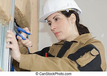 ouvrier, constructeur, mur, isolation, femme