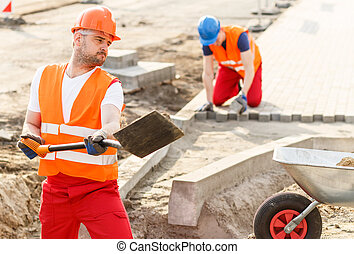 ouvrier construction, fort