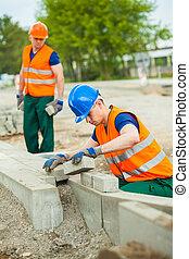 ouvrier, construction, pose, pavés