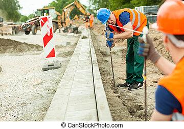 ouvrier construction, route, fatigué