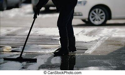 ouvrier, enlever, mousse, et, eau, à, a, lavette, après, voiture, lavage