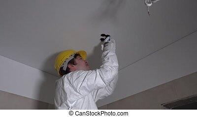 ouvrier, plafond, appartement, nouveau, réparation, trou, decor., réparation, mené, lamps., 4k