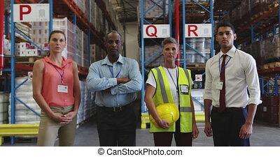 ouvriers, 4k, entrepôt, portrait