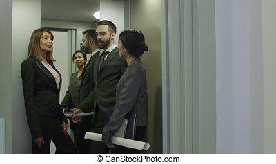 ouvriers, ascenseur, ascenseur, gens bureau