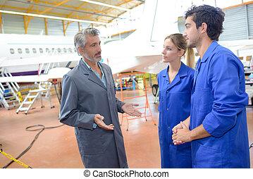 ouvriers, avion, portrait, aéroport, maniement