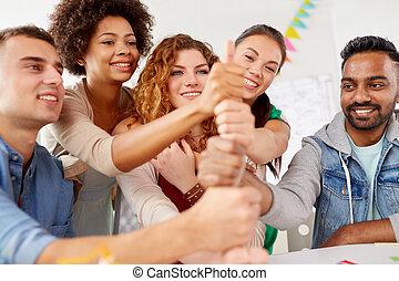 ouvriers, collaboration, geste, bureau, heureux