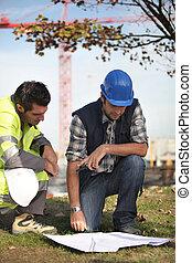 ouvriers, construction, discuter, plans