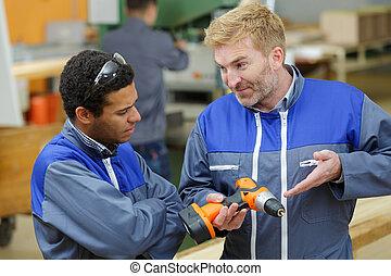 ouvriers construction, foret, fonctionnement