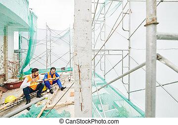 ouvriers, déjeuner, manger, construction