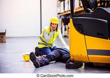 ouvriers entrepôt, accident, après, warehouse.