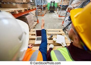 ouvriers entrepôt, construction