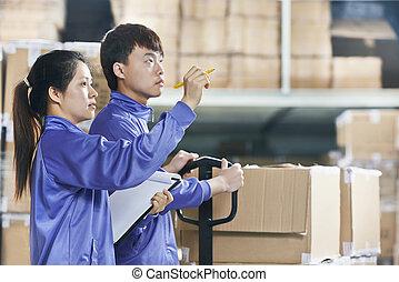 ouvriers entrepôt, deux, chinois