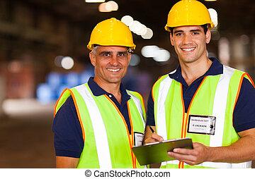 ouvriers entrepôt