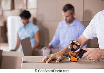 ouvriers entrepôt, préparer