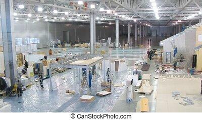 ouvriers, préparer, stands, pour, exposition, mosbuild, 2011