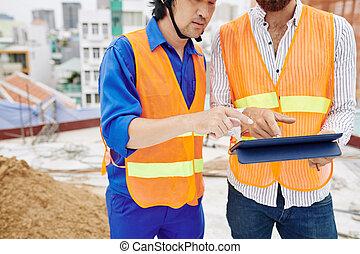 ouvriers, projet, discuter, construction