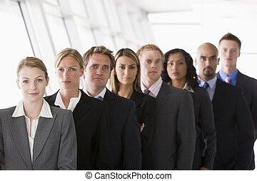 ouvriers, revêtu, groupe, haut, bureau