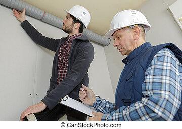 ouvriers, vérification, ventilation, tuyau