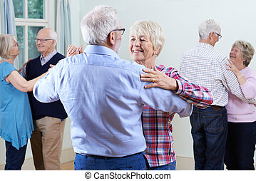 ouwetjes, groep, dancing, club, samen, het genieten van