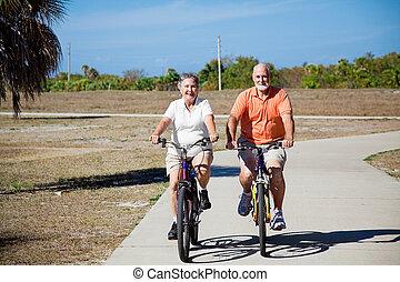 ouwetjes, paardrijden, bicycles