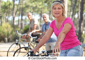 ouwetjes, park, fietsen, groep, paardrijden