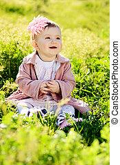 ovely, 婴儿, 在中, 绿色的草