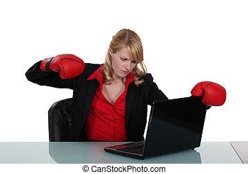 over, vrouw, draagbare computer, haar, punch