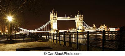 overbrug toren, nacht