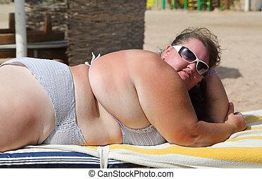overgewicht vrouw, strand