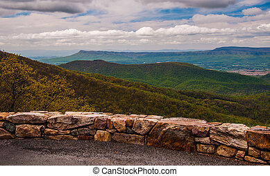 Overlook on Skyline Drive in Shenandoah National Park, Virginia.