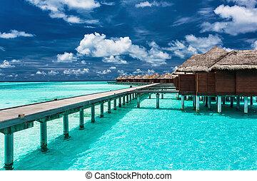 overwater, landhäuser, auf, der, tropische , lagune, mit, landungsbrücke