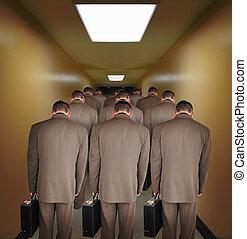 overworked, homens negócio, andar, baixo, corredor