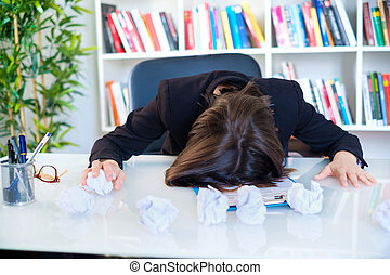 overworking, sofrimento, negócio mulher, dor de cabeça