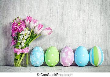ovos páscoa, e, um, primavera, buquet, de, tulips, ligado, um, madeira, tabela.