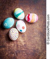 ovos páscoa, em, ninho, ligado, rústico, pranchas madeira, com, copyspace., feliz, easter!