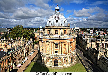 Oxford library and spires - The landmark Radcliffe Camera ...
