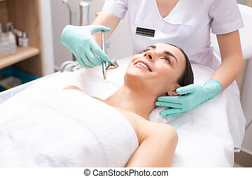 oxigênio, dermatologista, profissional, tratamento, pulverizador, conduzir