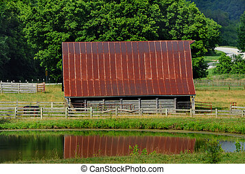 Ozark Barn in Arkansas - Arkansas Ozarks surround this old ...