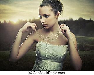 ozdobný umění, fotografie, -, young ena, nosení, jeden, náhrdelník, o, ráno, rosa