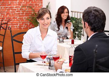 párosít, étkezési, alatt, egy, étterem