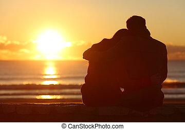 párosít, őrzés, napnyugta, a parton, alatt, tél