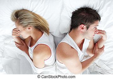 párosít, elterül in ágy, után, birtoklás, egy, fight.,...