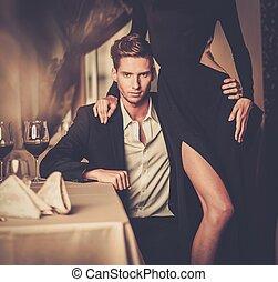 párosít, fiatal, fényűzés, belső, szexi, well-dressed