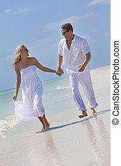 párosít, fiatal, tropikus, futás, hatalom kezezés, tengerpart, boldog