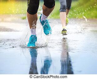 párosít, futás, alatt, esős időjárás