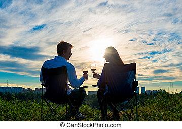 párosít, házas, fiatal, pohár, napnyugta, bor