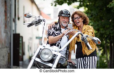 párosít, idősebb ember, bevétel, jókedvű, város, selfie.,...