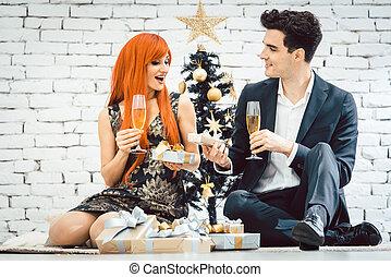 párosít, ivás, pezsgő bor, képben látható, karácsony