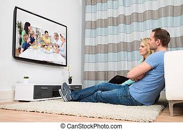 párosít, karóra televízió, alatt, nappali